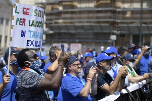 Le fabbriche in Italia rischiano di sparire ma gli unici a difenderle sono gli operai