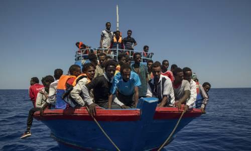 """Lampedusa, il referendum sull'isola: """"No ad hotspot e sbarchi dei migranti"""""""
