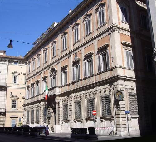Palazzo Grazioli addio: Berlusconi si sposta nella villa sull'Appia