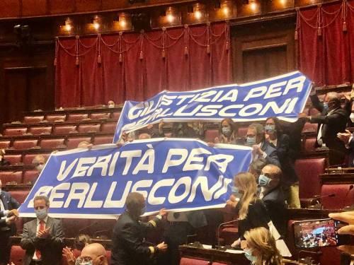 Verità e giustizia per Berlusconi, la protesta di Forza Italia alla Camera dei Deputati