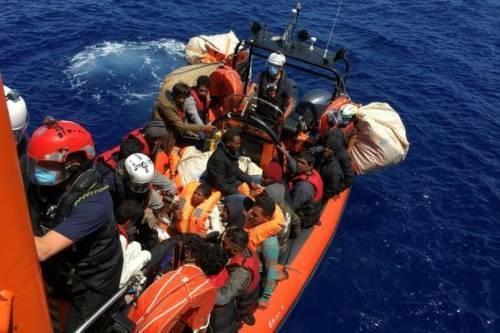 Clandestini all' assalto dell' Italia |  sbarchi a raffica su tutte le coste