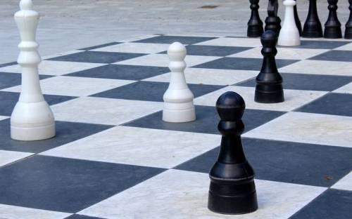 """Campioni di scacchi si contendono la figlia Il padre: """"La madre in Ecuador con la bimba"""""""
