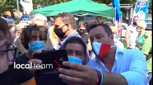 """Salvini asfalta la Lucarelli: """"Così butti tuo figlio in pasto ai giornali"""""""