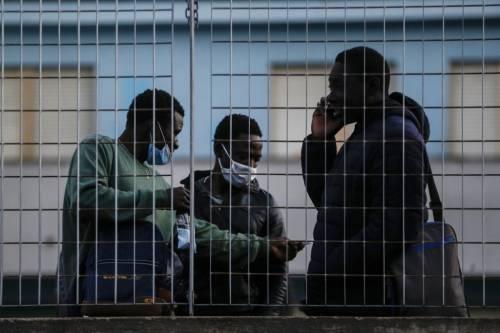 """Consulta, un assist ai migranti Bocciato dl Salvini: """"In anagrafe"""""""