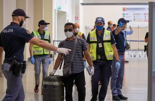 Ma nei due aeroporti già arrivati in 60mila: il rebus dei controlli sulla bomba sanitaria