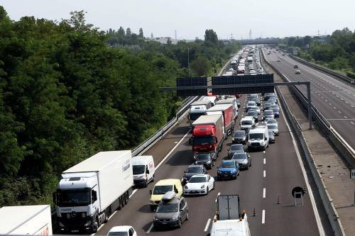 Caos autostrade dal Brennero alla Sicilia. Ma alberghi pieni