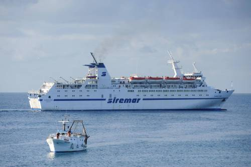 """Le navi dei turisti come """"taxi"""" per trasportare gli immigrat"""