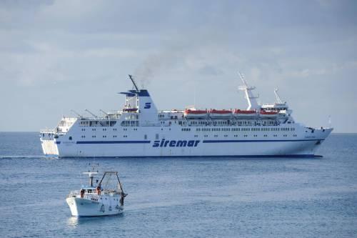 Migranti scappano da Lampedusa a bordo di un traghetto passeggeri