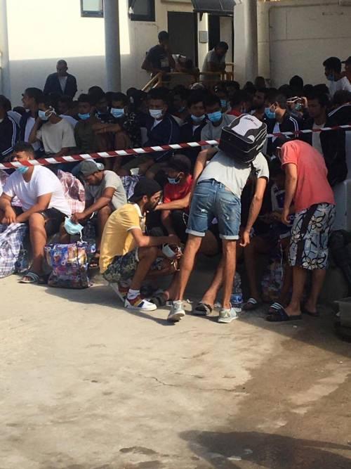 Navi-quarantena, il migrante costerà 5mila euro al mese