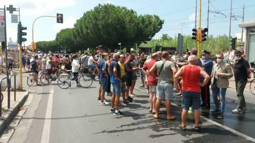 I manifestanti per le strade di Amantea