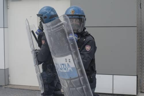 """""""Il governo vuol sabotare i taser alla polizia"""". Giallo sul blocco della fornitura"""