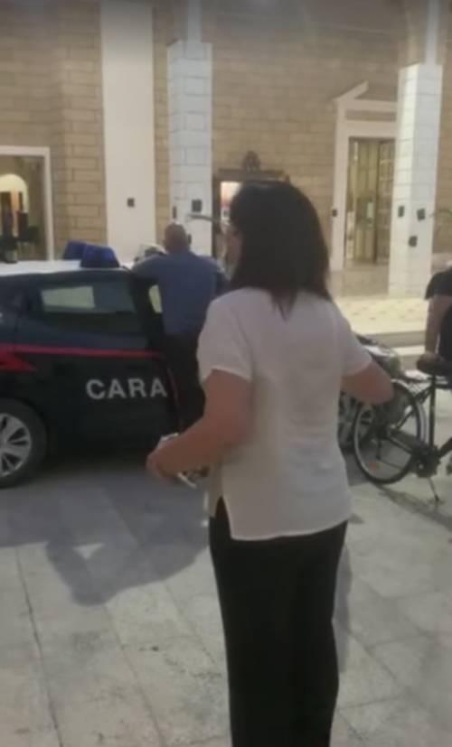 Omofobia, in chiesa fedeli pregano contro i ddl Zan: fuori esplode la protesta