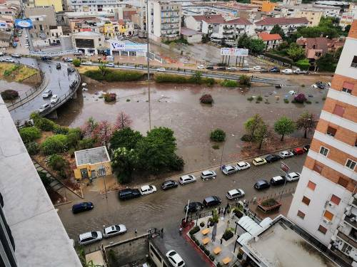 Nubifragio, Palermo in tilt: e nei sottopassi muoiono annegate 4 persone 5