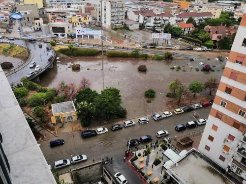 Bomba d'acqua su Palermo. Due annegati nella loro auto