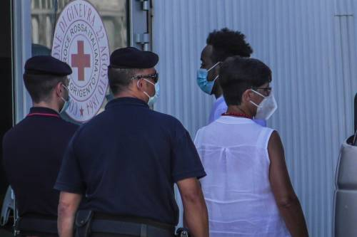 """Polizia e migranti in fuga: """"L'ordine è di non fermarli"""""""