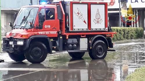 Vigili del fuoco impegnati nella notte per le forti piogge su Milano 3