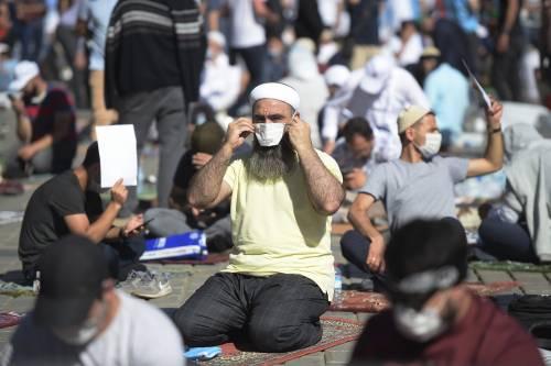 Islamici radunati attorno a Santa Sofia 4