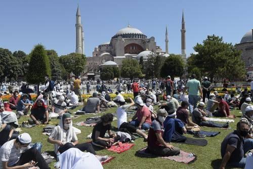 Islamici radunati attorno a Santa Sofia 5