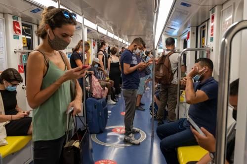Caos trasporti pubblici, troppo affollamento. L'ipotesi di orari scaglionati per scuole e uffici