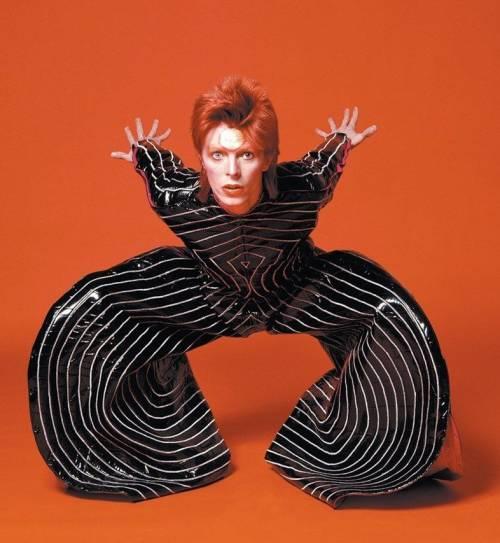 Tutte le magie di Bowie canzone per canzone. La (vera) storia di Ziggy