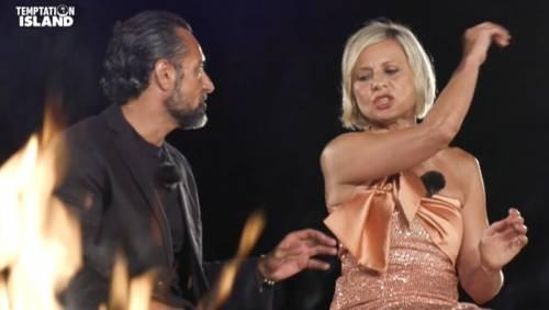 Antonella Elia schiaffeggia Pietro. Che succede a Temptation Island?