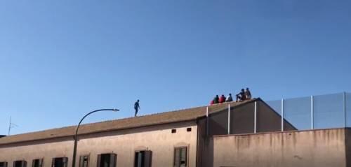 Il centro migranti è un colabrodo: altri 50 in fuga ad Agrigento