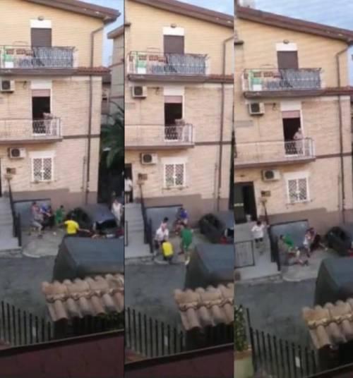 Fidanzatini si lasciano: scoppia la rissa in strada tra famiglie