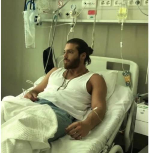 Can Yaman in ospedale dopo la scena d'amore di  Daydreamer  -