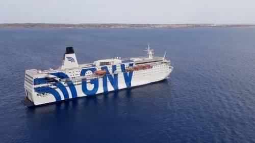 La nave quarantena diretta a Lampedusa