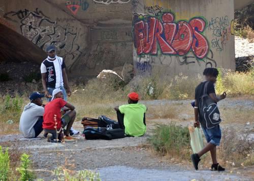 Chiuso il campo Roya, migranti occupano i binari e l'argine del fiume 8