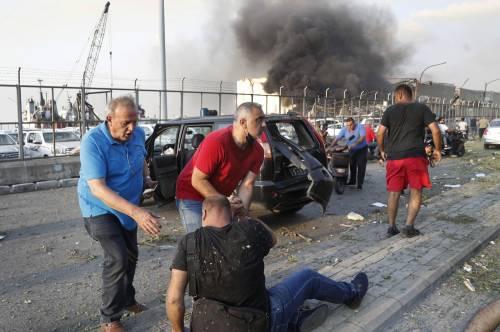 Beirut, due esplosioni devastano il porto 2