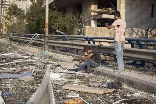 Beirut, due esplosioni devastano il porto 4