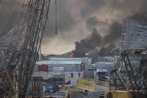 Beirut, due esplosioni devastano il porto 5
