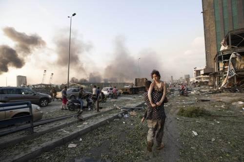 Beirut, due esplosioni devastano il porto 6