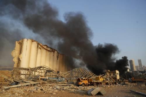 Beirut, due esplosioni devastano il porto 9