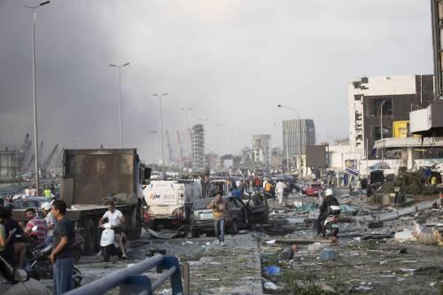 Beirut, due esplosioni devastano il porto 10