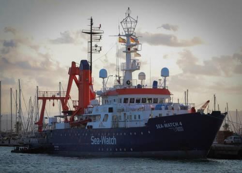 """""""Su Sea Watch 22 irregolarità"""". Scattano """"ganasce"""" per la nave"""