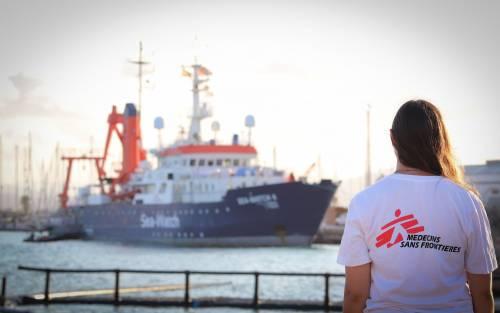 """Sea Watch getta la maschera: """"Non porteremo mai i migranti in Germania"""""""