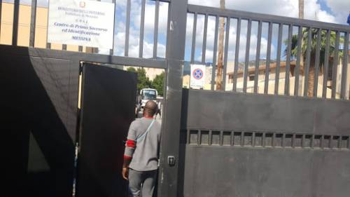 Messina, hotspot come un colapasta: altri 58 i migranti in fuga