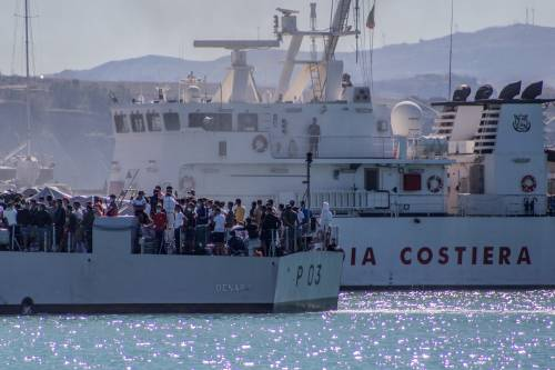 Arriva un' altra nave quarantena  Ma i migranti continuano a scappare