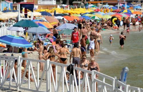 La denuncia choc in spiaggia: 'Le rom volevano rapire mia figlia'