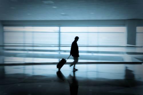 """Cos'è la """"diarrea del viaggiatore"""": chi colpisce e come riconoscerla"""