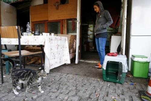 Quarantene violate e positivi: bomba Covid nel campo rom che doveva esser sgomberato