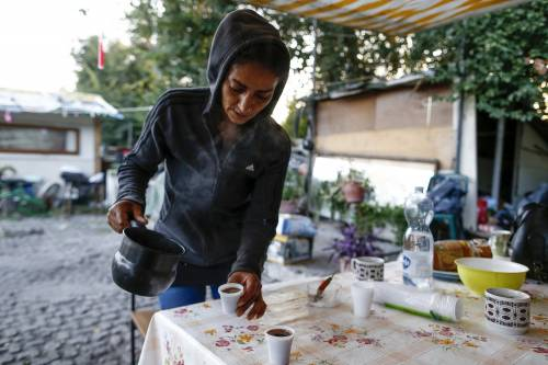 Così la Raggi spende 1,7 milioni per trovar appartamenti a rom