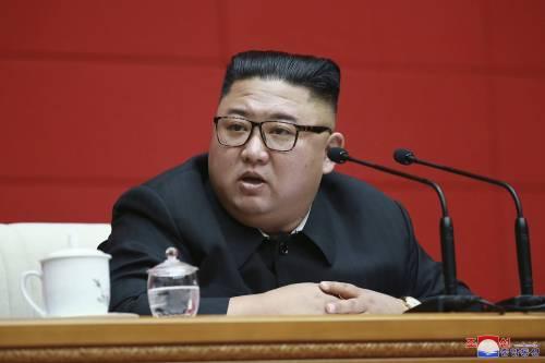 """Corea del Nord, fonti sudcoreane: """"Kim in coma, poteri alla sorella"""""""