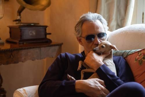 Andrea Bocelli, dopo la morte del cane Pallina ora arriva una denuncia per negligenza