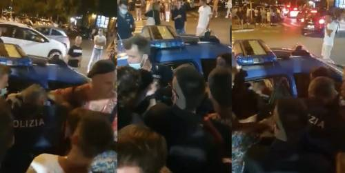 La folle movida contro la polizia: agenti insultati da giovanissimi