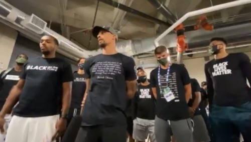 Clamoroso in Nba, i giocatori boicottano i playoff per protesta per il caso Blake