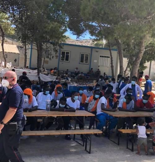 Lampedusa scoppia di nuovo: oltre 700 migranti nell'hotspot