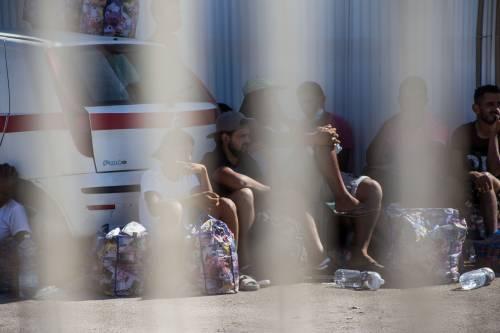 Lampedusa, 1.200 migranti nell'hotspot svuotato solo due settimane fa